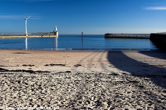 The beach between the West Pier and the River Blyth.